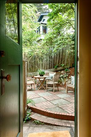 1f_kitchen_patio_view