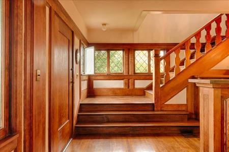 2118 marin -- 1f_entrance_staircase
